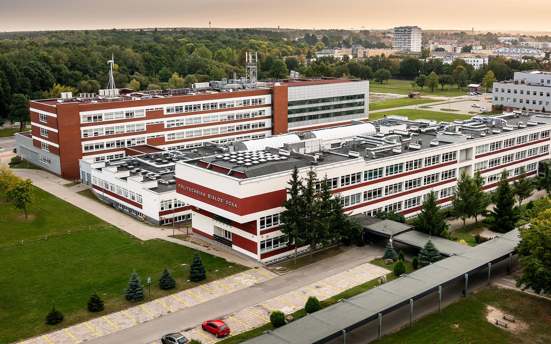 Wydział Budownictwa i Nauk o Środowisku Politechniki Białostockiej z lotu ptaka